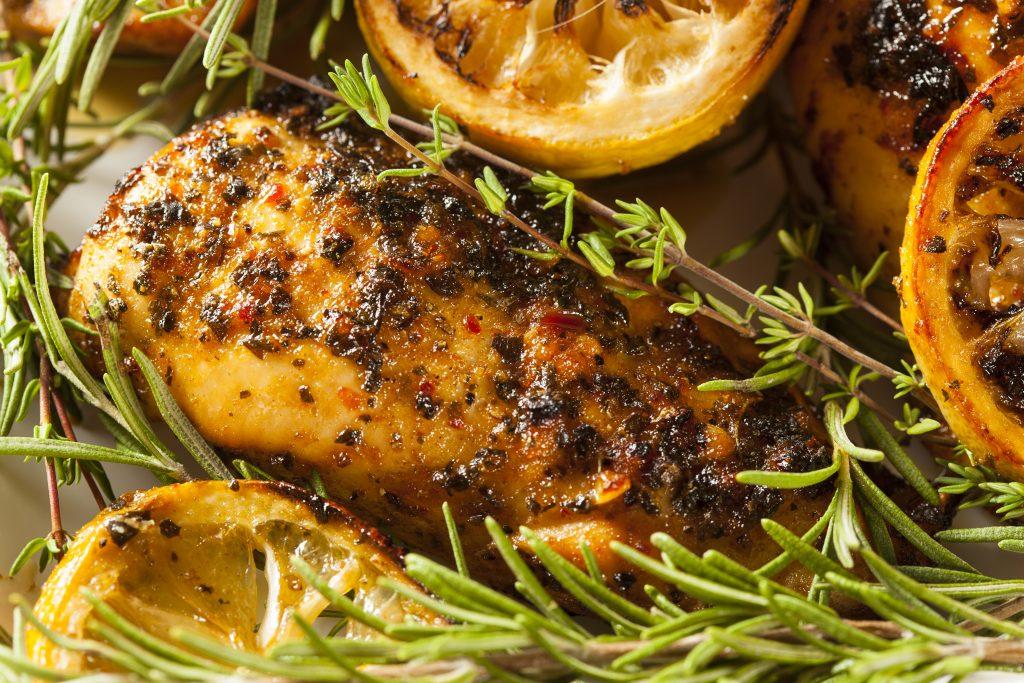 Pollo asado A TAVOLA a las hierbas: timo, romero, cítricos y especias. Un manjar.