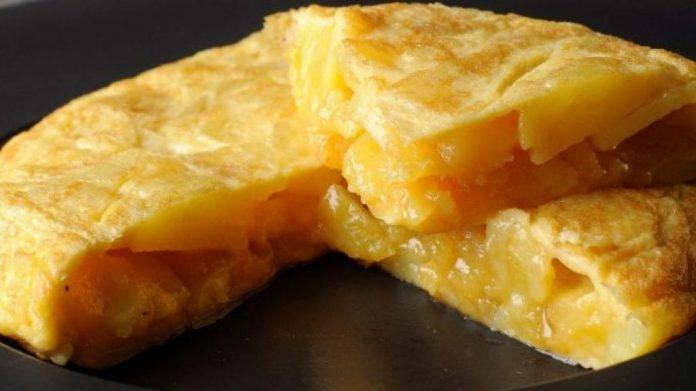 Tortilla de patatas de huevos camperos A Tavola